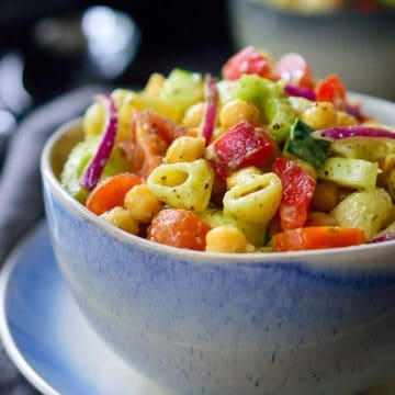 This vegan avocado pasta salad is a quick 15-minute recipe that can be prepped ahead and great to take along to a picnic, barbecue, potluck or as an easy weeknight dinner. This no-mayo pasta salad is deliciously creamy and packed full of fresh veggies.