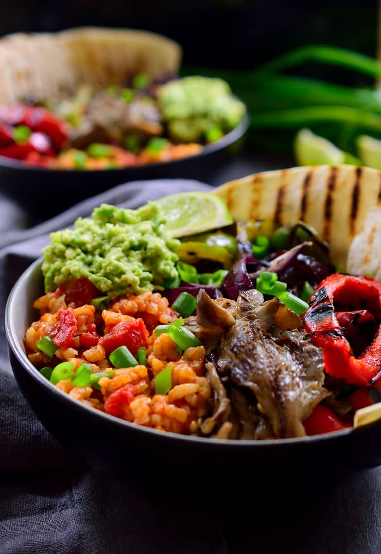 Vegan mexican rice fajita bowl the stingy vegan this vegan mexican rice fajita bowl is full of flavour with a base of tomato rice forumfinder