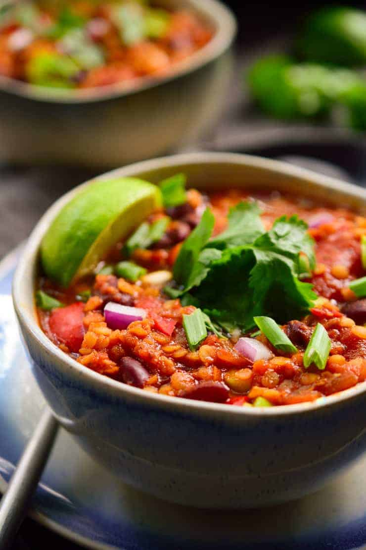 This vegan red lentil chili is quick and easy to prepare, full of flavour and easy to customize with your favourite veggies and toppings! There is no oil in this recipe for my fat-free vegan friends!