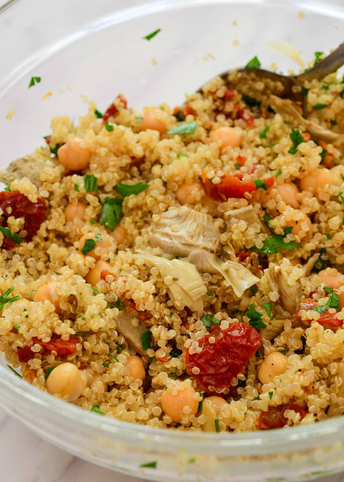 A glass bowl with the Mediterranean quinoa filling.